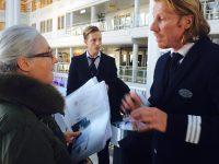 Scandlines supervisor Thomas Engshøj på jobmessen i gang med at rekruttere nye medarbejdere.