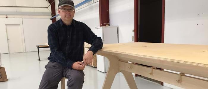 Iværksætter har skabt sine egne møbler i Hal 16